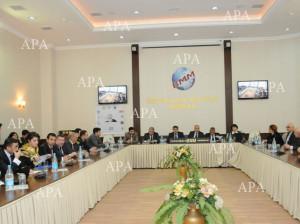 Azerbaycanda yol tehlukesizliyi sahesindeki problemlerin hellinde cemiyyetin rolu movzusunda deyirmi masa 170112